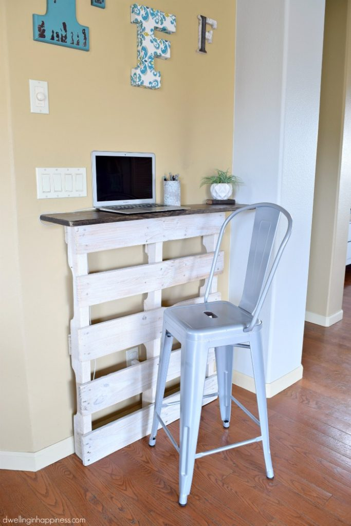 How to Build an Inexpensive Standing Pallet Desk from Dwelling in Happiness